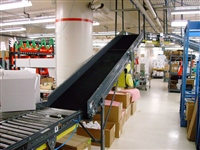 line-shaft-conveyor-with-incline-slider-bed-conveyor-for-distribution-center