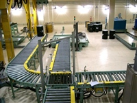 chain-driven-roller-conveyor-system-for-pallets-carrying-barrels