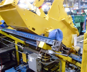 Tilting-Chain-Driven-Live-Roller-Conveyor
